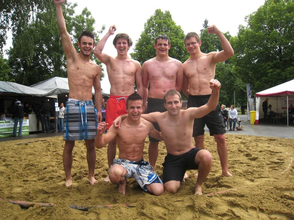 beach-wrestling1